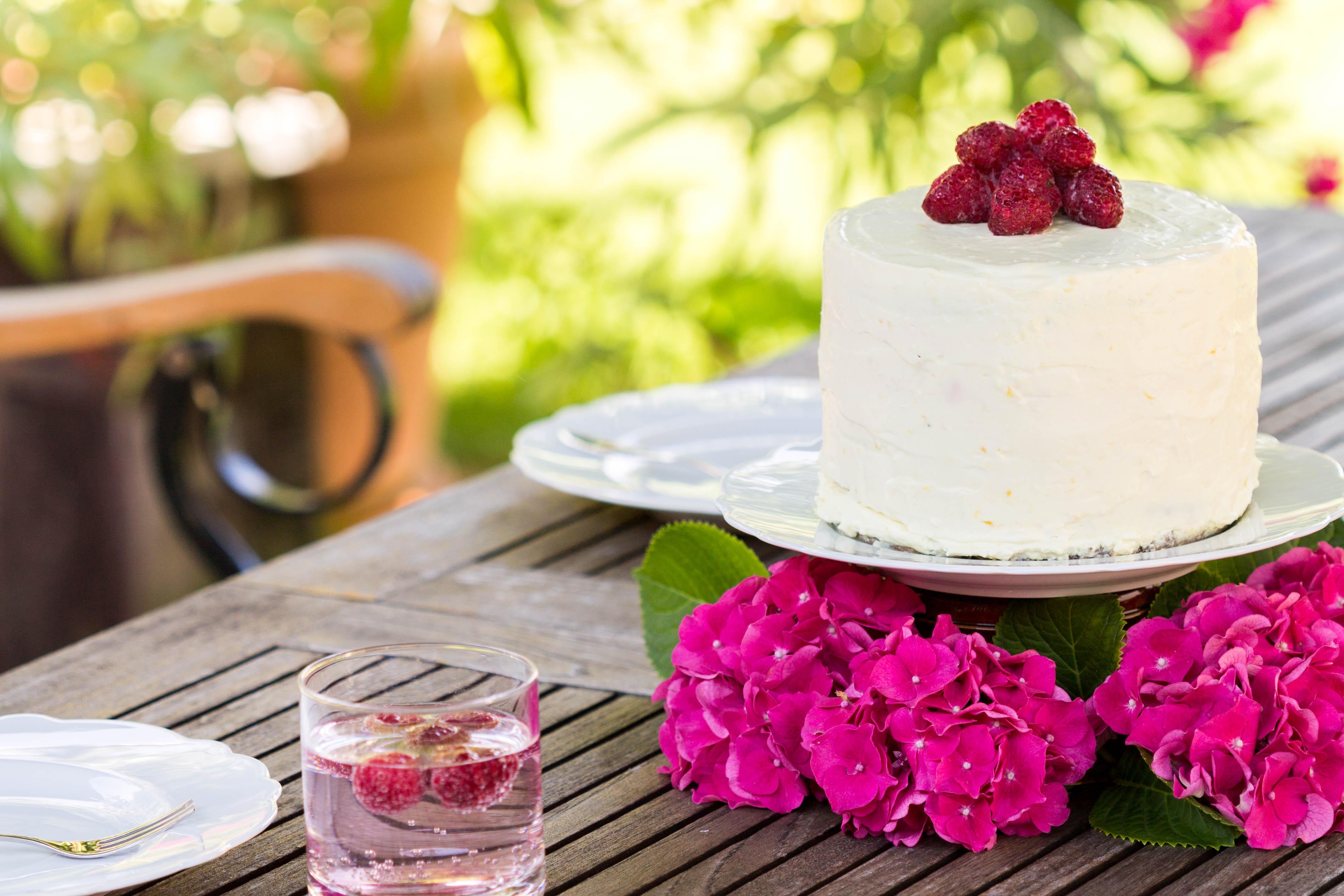FAIBLE_Lemon-Poppyseed-Cake with Raspberries_lchf_6