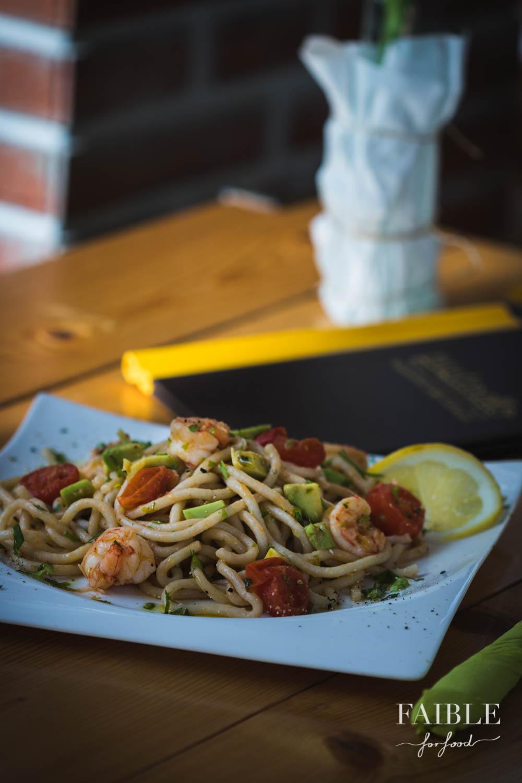zitronige pasta mit avocado shrimps tomaten von pastarello f rth. Black Bedroom Furniture Sets. Home Design Ideas